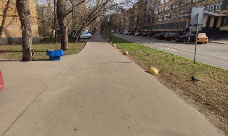 Обустройство тротуара бордюрами на  ул. Павла Корчагина, д. 13