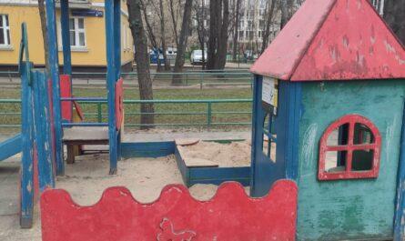 Две площадки на Новоалексеевской, д.15 и д.17 нуждаются в ремонте