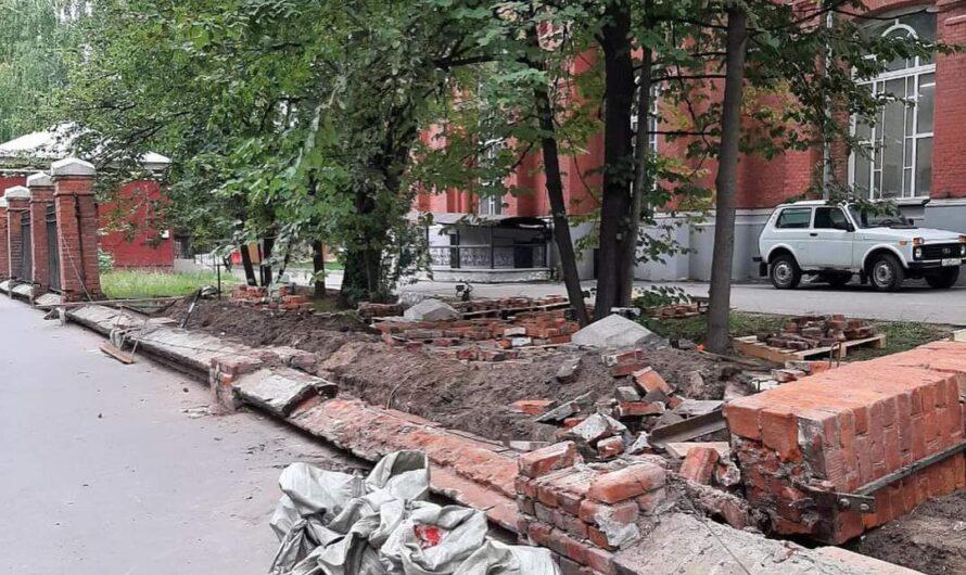 Начались работы по восстановлению исторического ограждения на Новоалексеевской улице